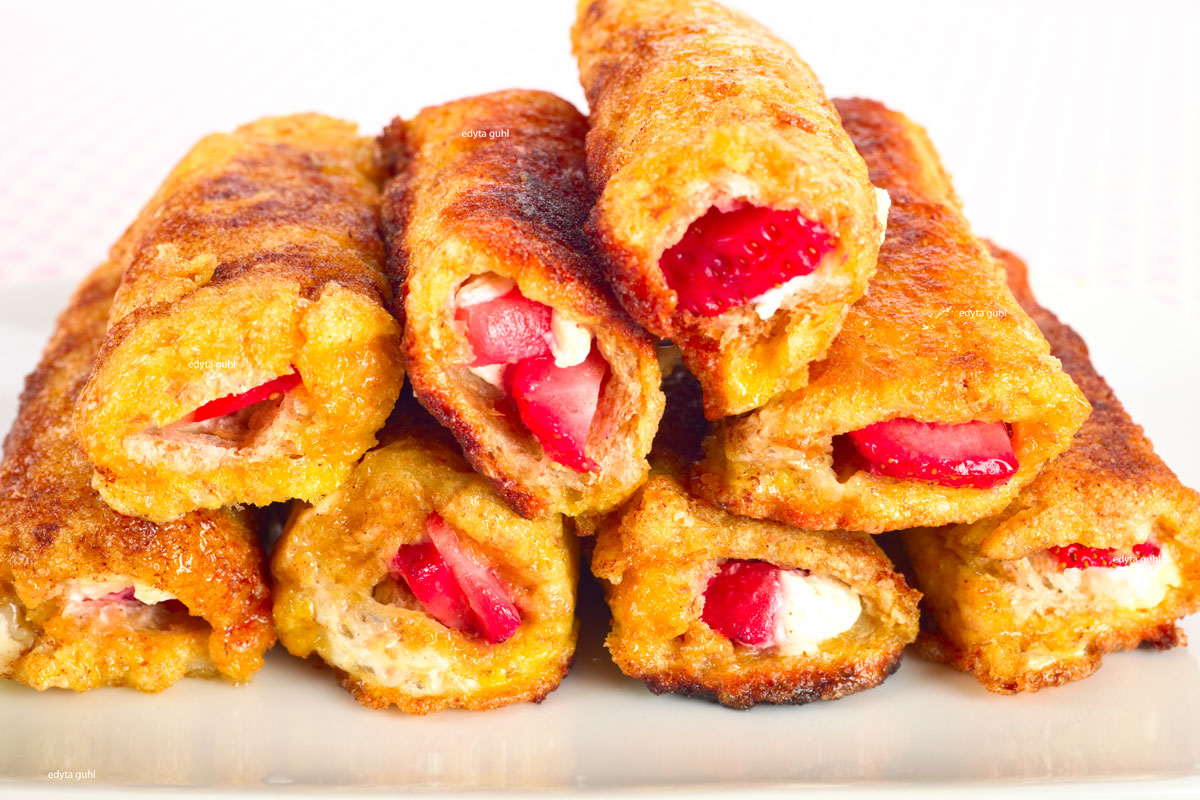 Toast- Röllchen mit Erdbeeren. Edyta Guhl.