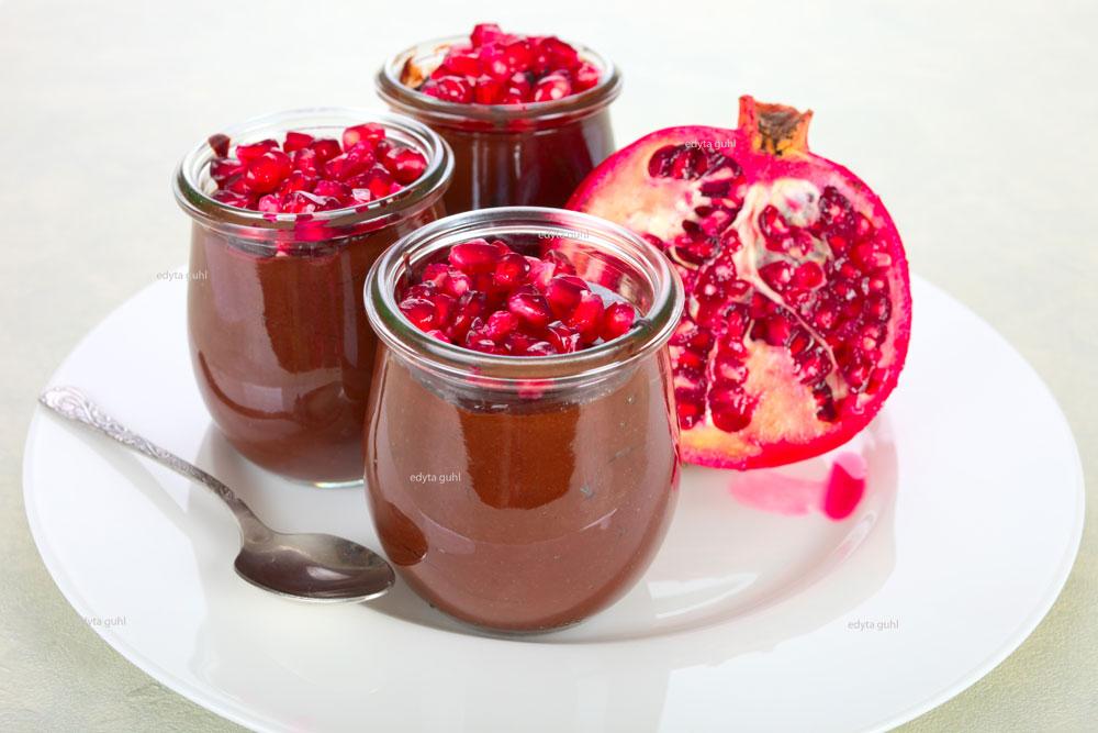 schokoladen-mousse-mit-granatapfel