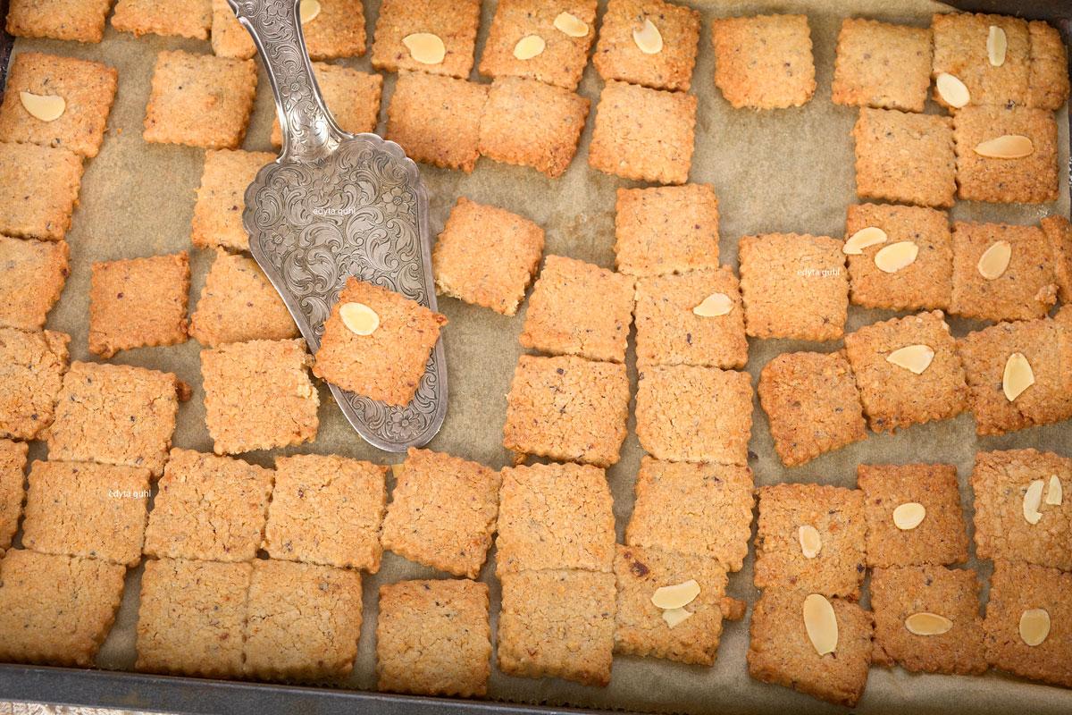 Weihnachtsbäckerei-Spekulatius. Rezepte für Kekse. Edyta Guhl.