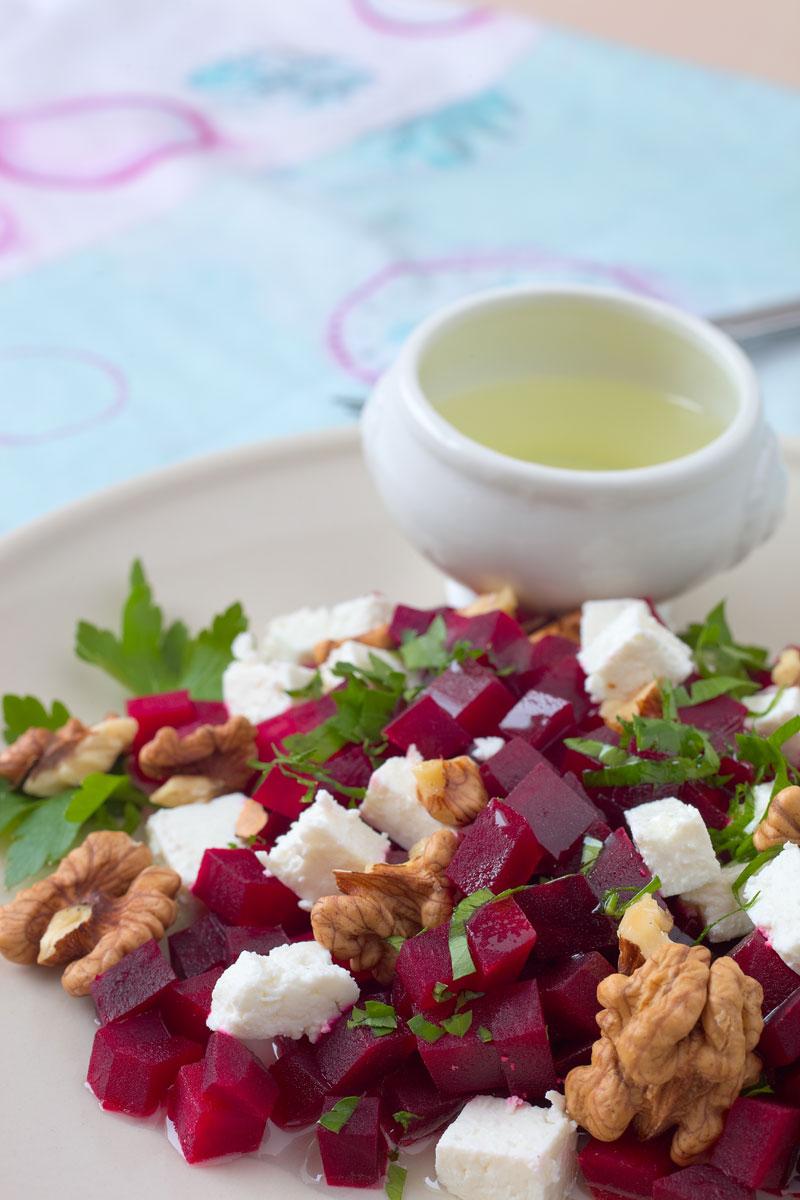 Rote Bete Salat mit Feta und Walnüssen. Edyta Guhl.