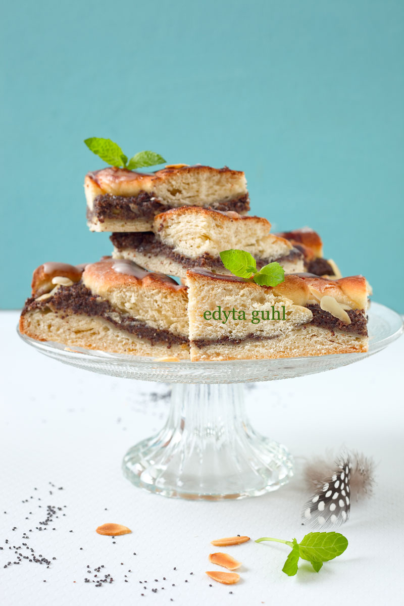 Hefe- Mohn- Kuchen mit Mandeln. Edyta Guhl.