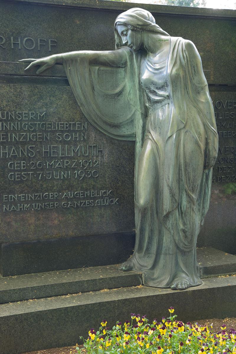 Auf Melaten- Friedhof sind etliche Prominenten bestattet. Edyta Guhl.