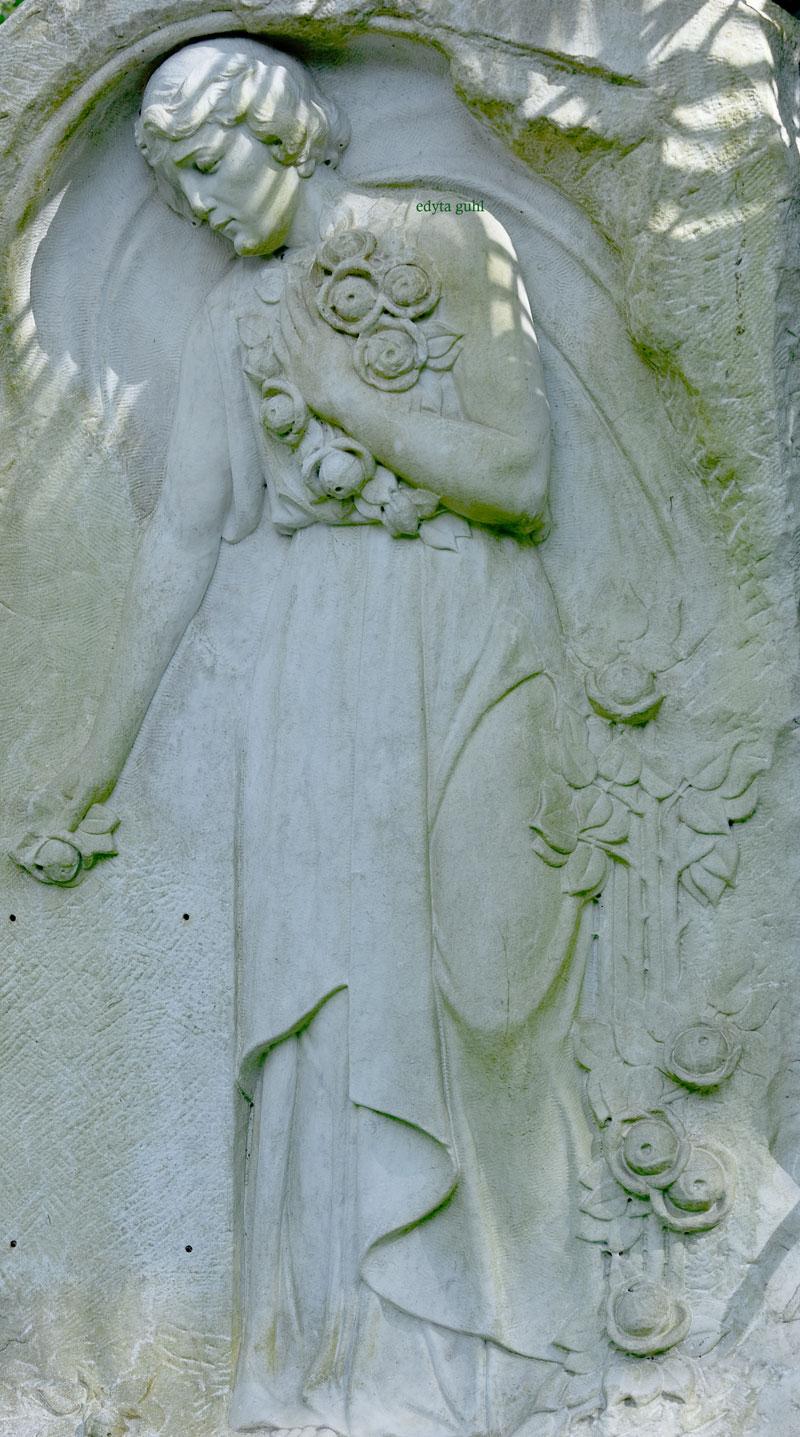 Frau mit Rosen auf Melatenfriedhof. Edyta Guhl.