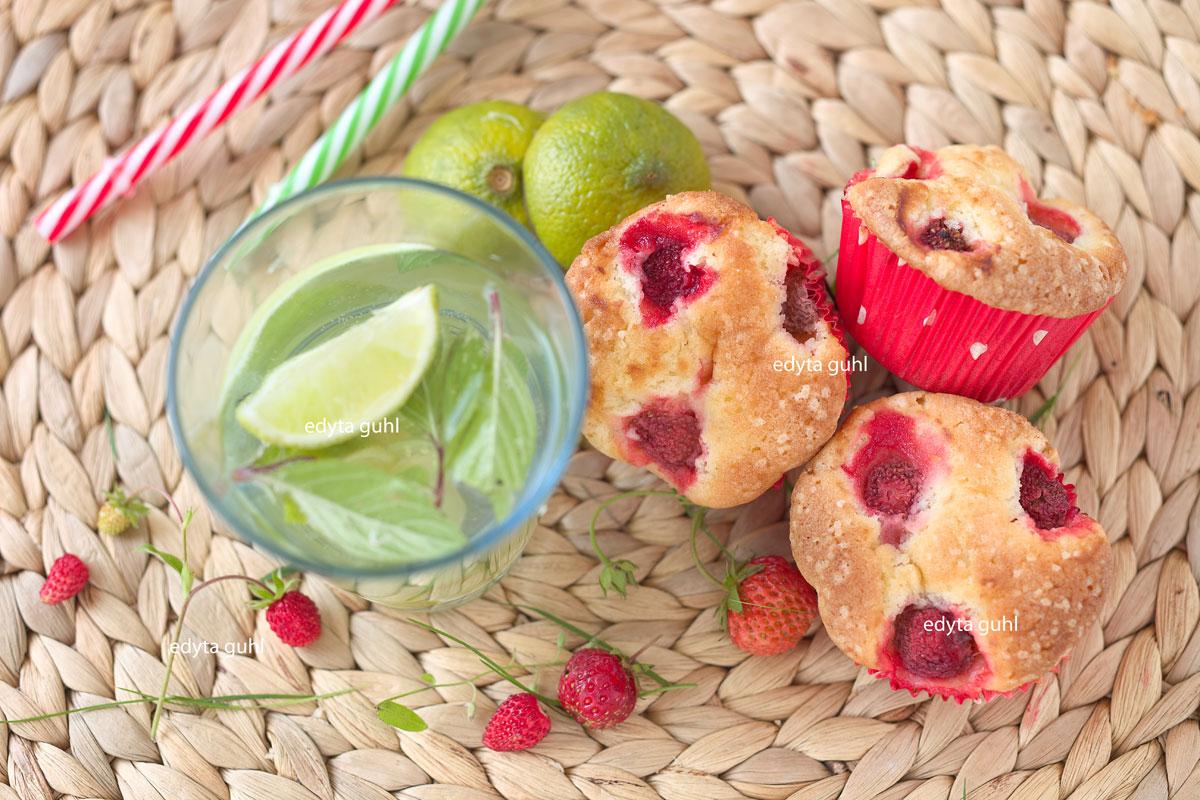 Sommer- Zeit. Muffins mit Erdbeeren. Edyta Guhl.