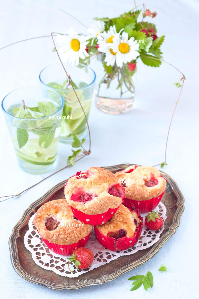 Erdbeermuffins. Muffins mit Erdbeeren. Edyta Guhl.