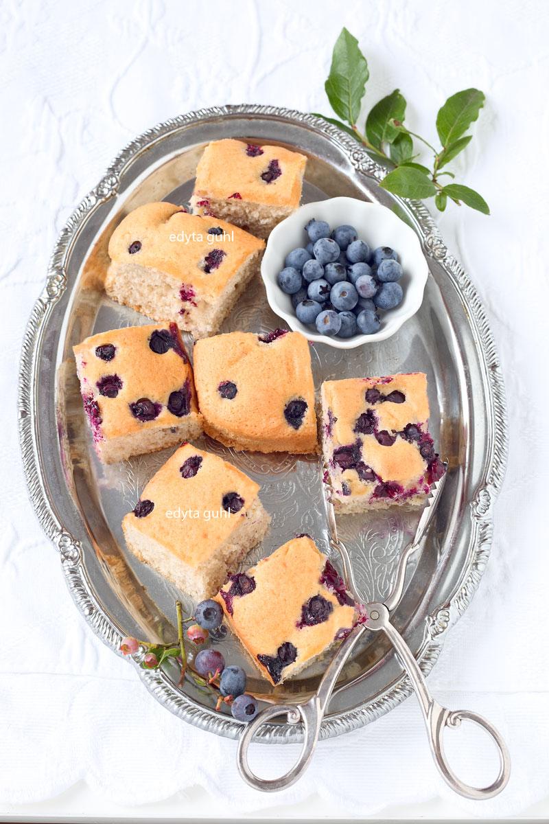 Blechkuchen mit Beeren. Edyta Guhl.