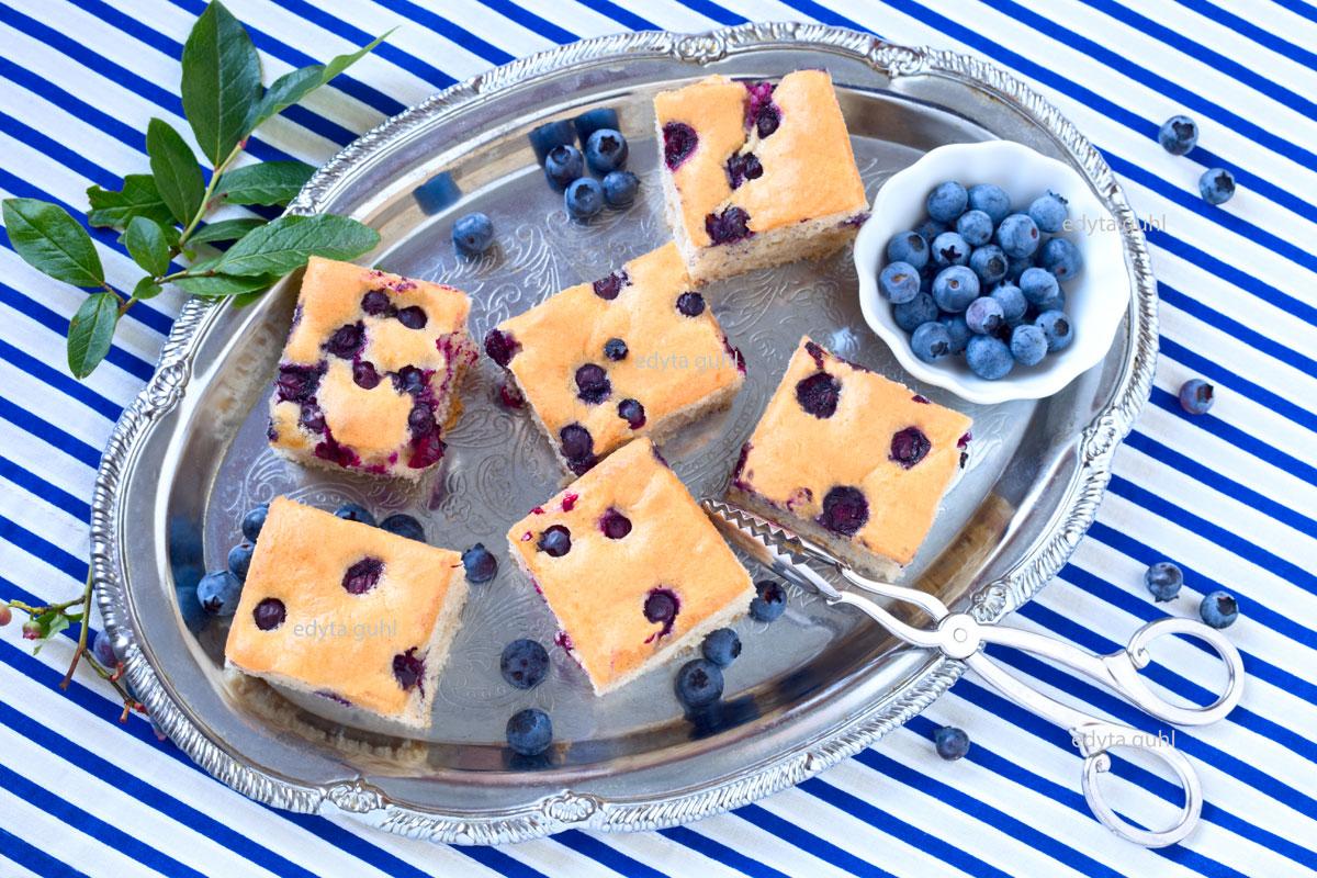 Blaubeer- Kuchen. Blechkuchen mit Beeren. Edyta Guhl.