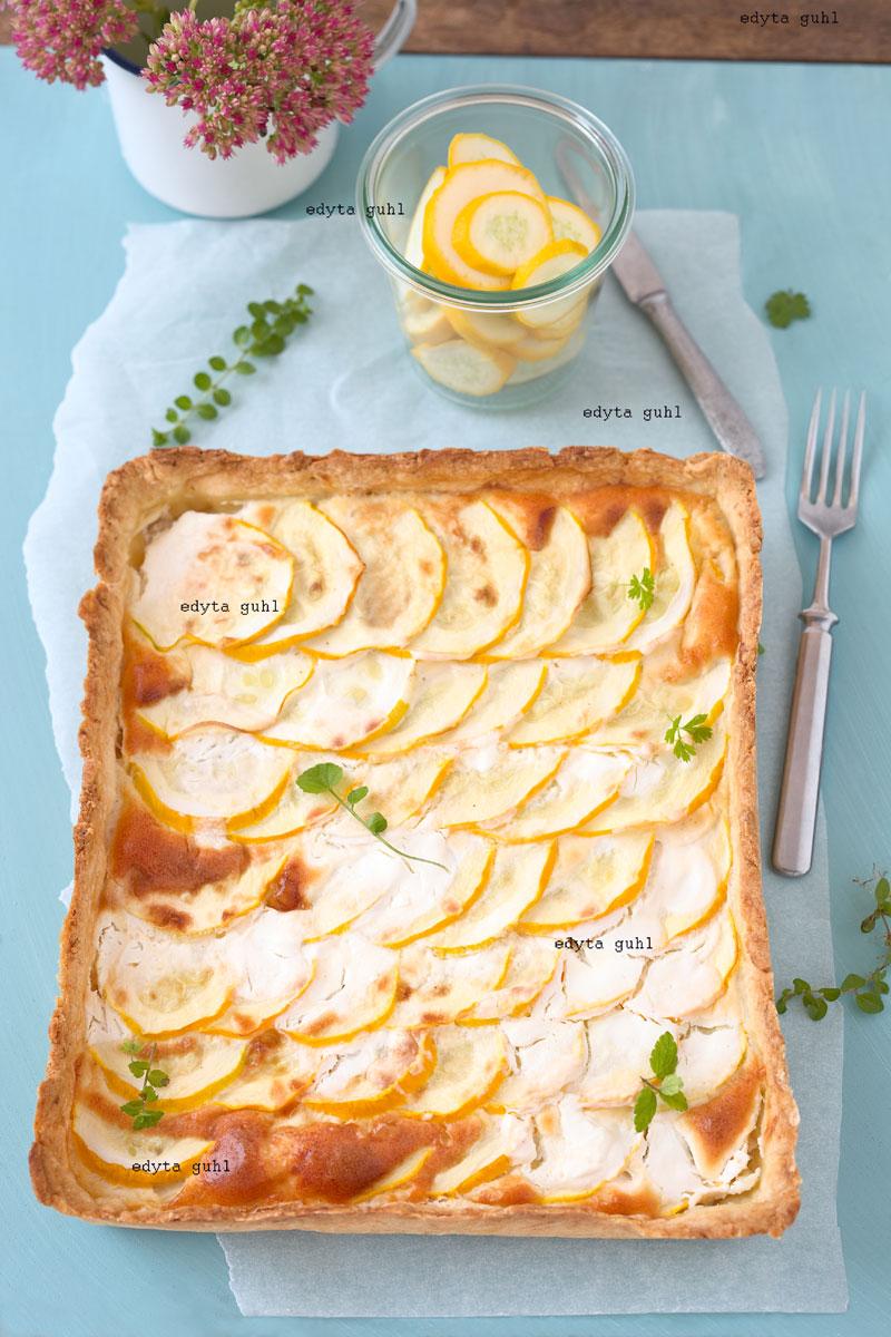 Reise- Proviant. Zucchini- Tarte. Edyta Guhl.Tarte courgettes oder gelbe Zucchini- Tarte auf Mürbeteig.