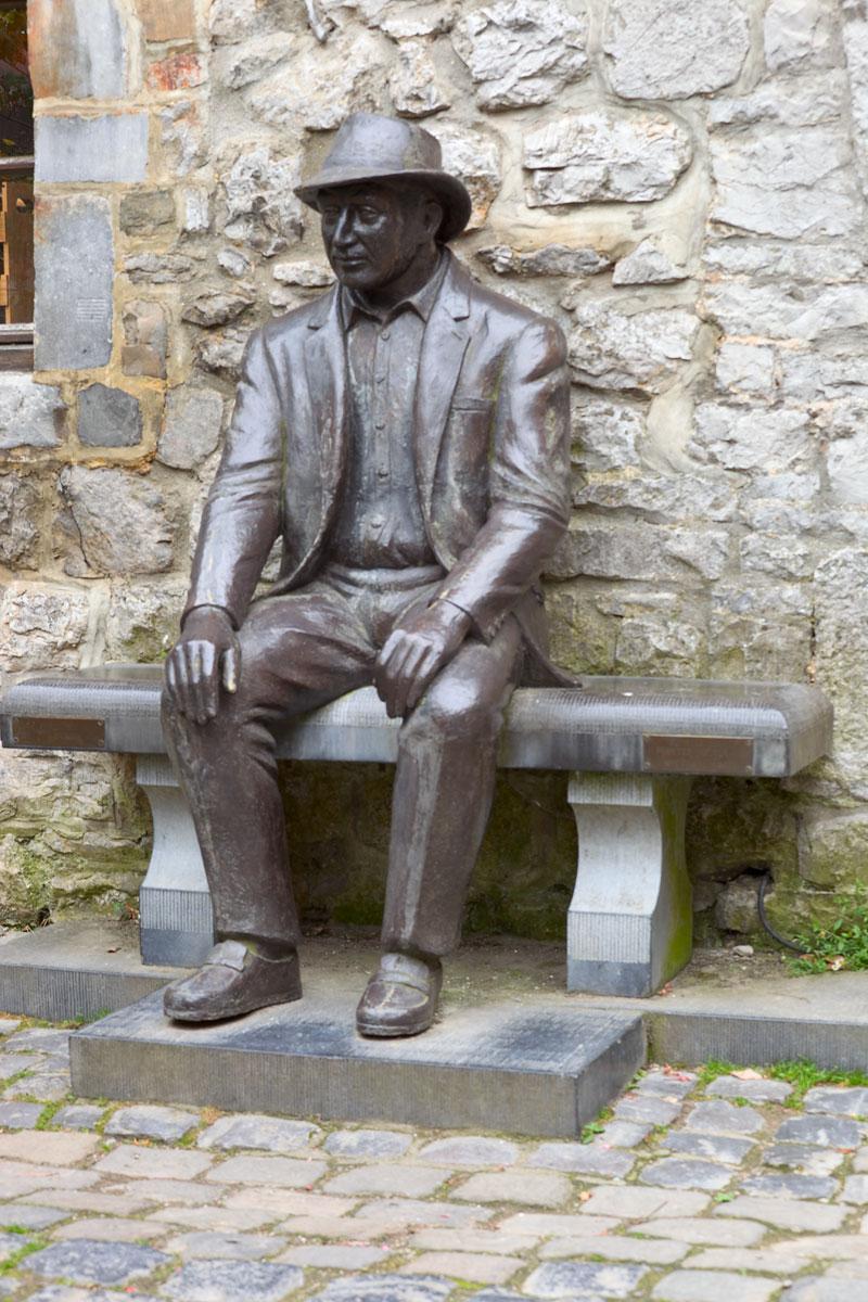 Figure in Bronze. Durbuy in Belgien. Edyta Guhl.