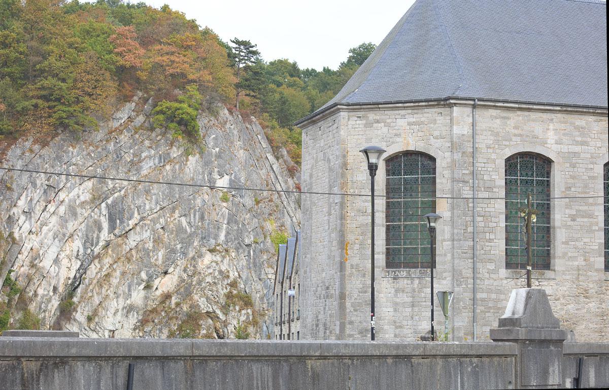 "Der Fels ,, Roche à la Falize"" und Kirche in Durbuy, Belgien. Edyta Guhl."