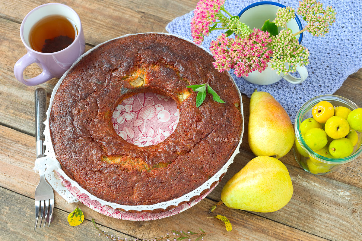 Mohn-Kuchen mit Marzipan und Birne. Edyta Guhl.