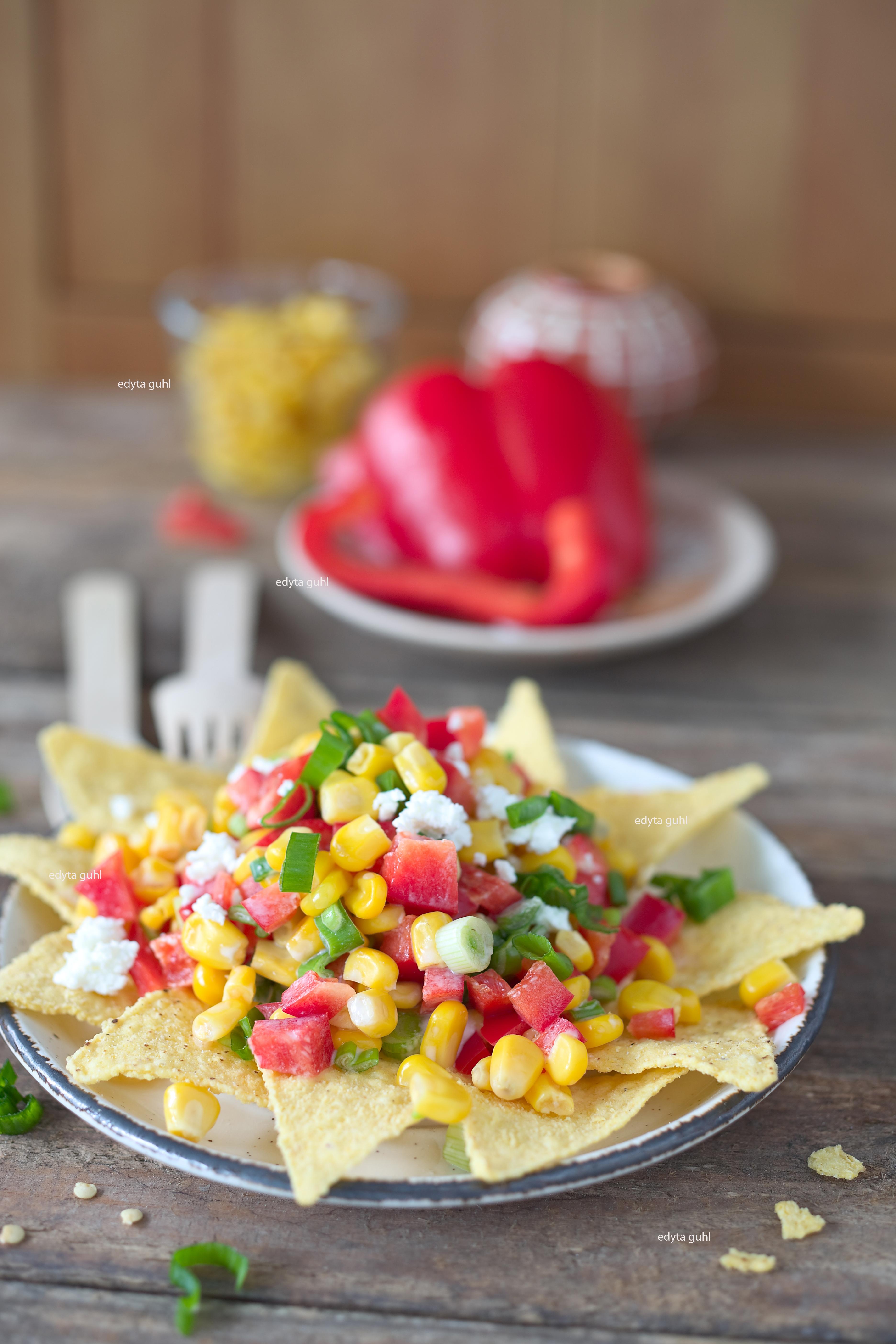 Selbstgemachter, mexikanischer Salat mit Nachos. Edyta Guhl.