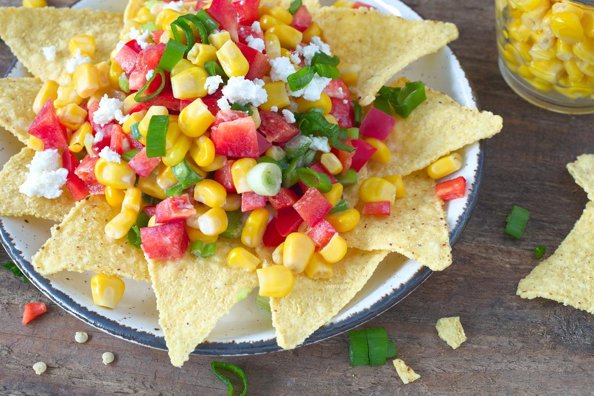 Mexikanischer Salat mit Nachos. Edyta Guhl.