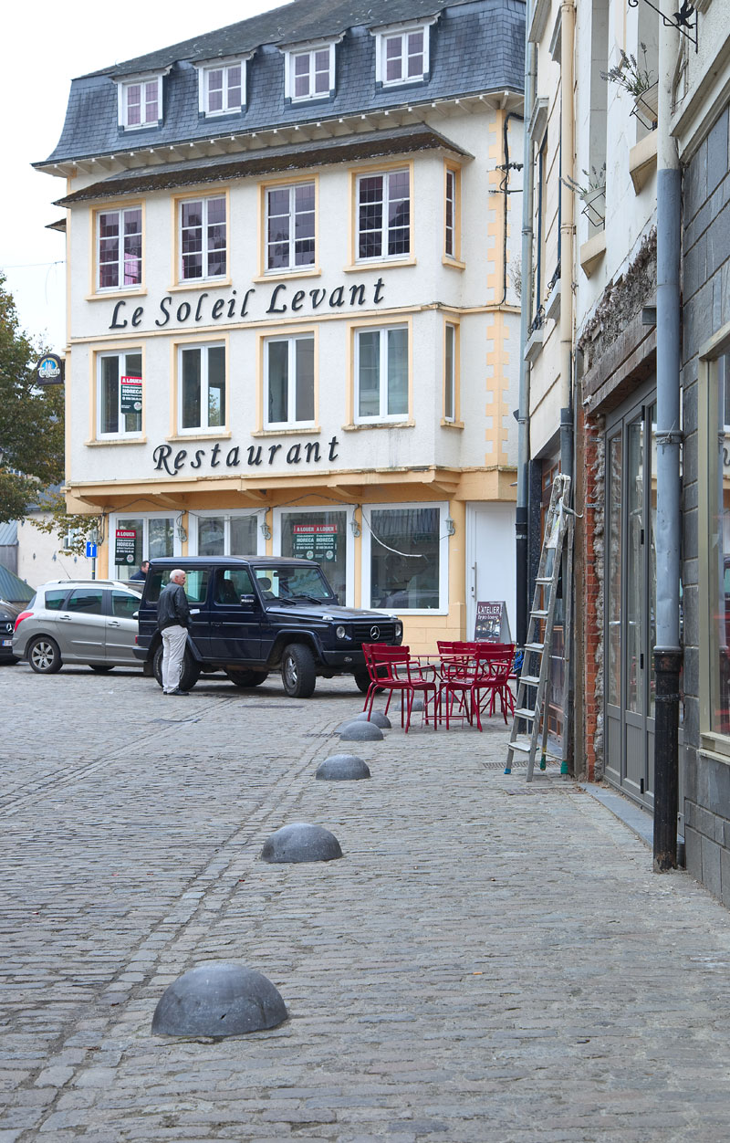 Franzoesischer-Flair-in-belgien-Bouillon-Edyta-Guhl