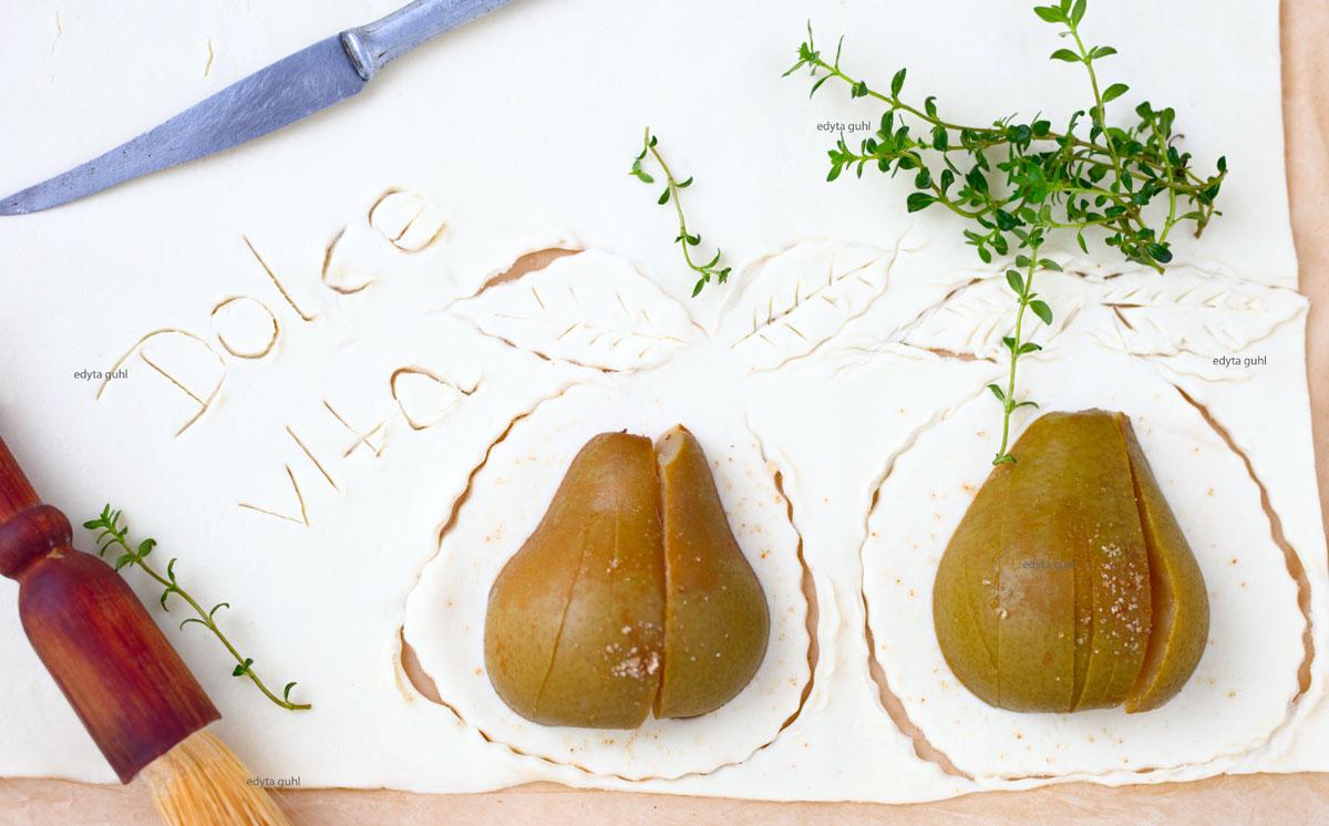 Birnen auf Blätterteig. La Dolce Vita. Edyta Guhl.