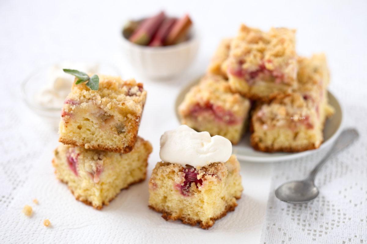 Rhabarber-Kuchen-mit-Streuseln-Edyta-Guhl