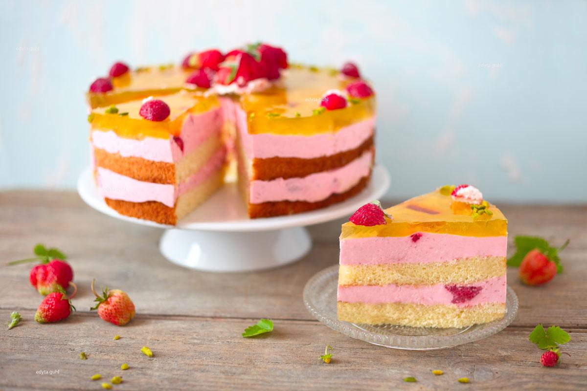 Erfrischende-Erdbeer-Torte-mit-Götterspeise-Edyta-Guhl