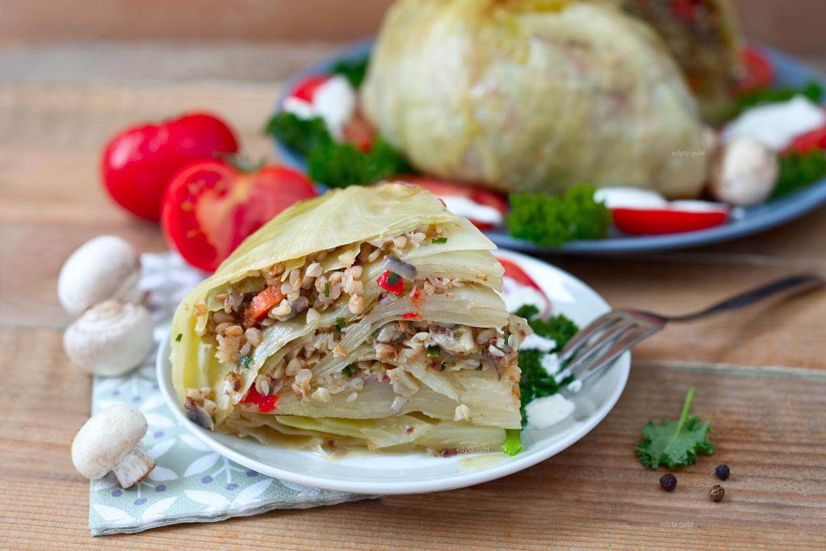 Armenischer-Weißkohl-gefüllt-mit-Gemüse-und-Grütze