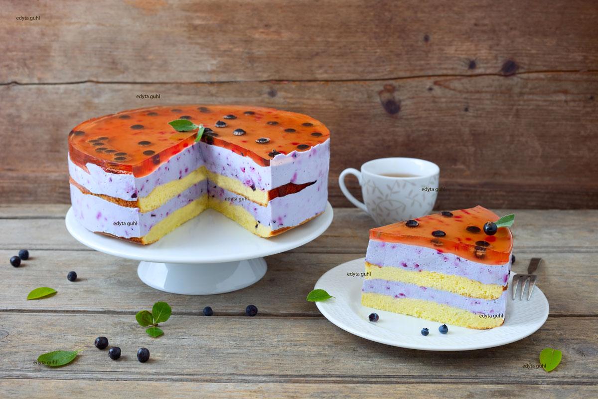 Leckere-Beeren-Quark-Torte