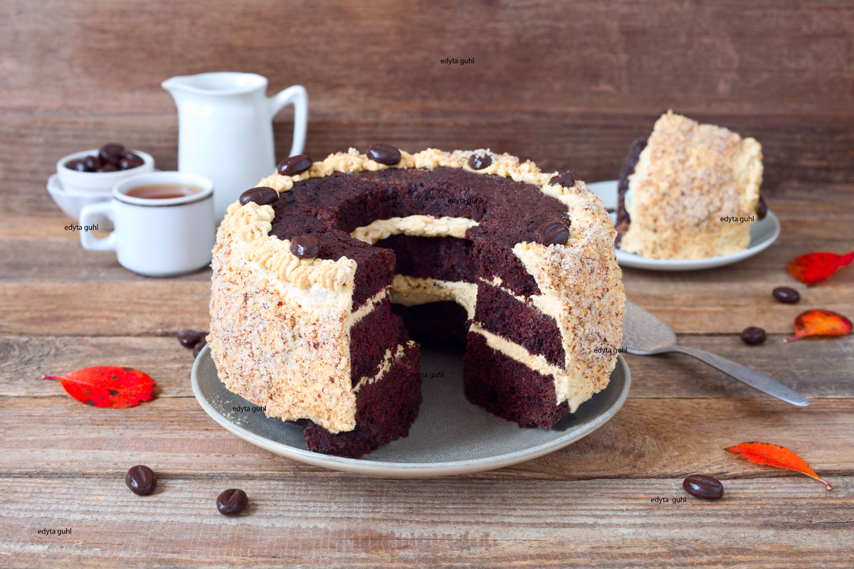 Schokoladenkuchen-mit-Karamellfüllung