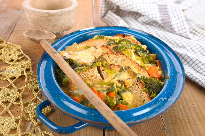 Brotauflauf-mit-Gemüse-aus-der-Eifel-Küche