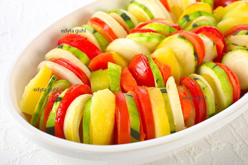 bunter-tomaten-zucchini-kartoffeln-auflauf