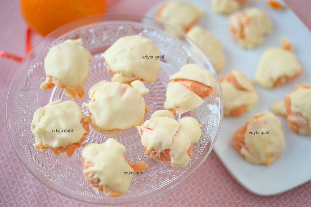 selbst-gemachte-orangen-pralinen-mit-weiser-schokolade